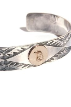画像2: LARRY SMITH / 18K EAGLE FACE STAMP BANGLE (2)